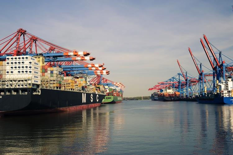 Shutterstock 419460664 in Stabiler Seegüterumschlag im Hamburger Hafen