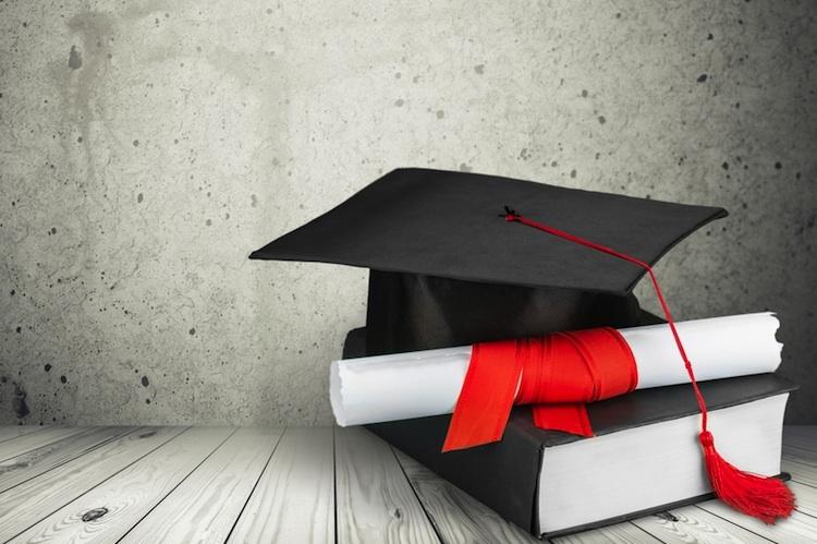 Urkunde-sachkunde-qualifizierung-shutt 307661159 in Neue Berufs-Zulassungsregeln für Immobilienmakler und -verwalter