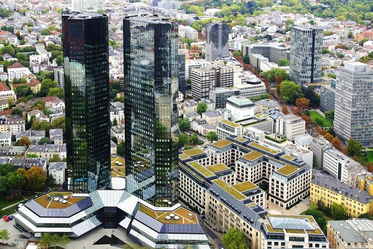 Deutsche Bank gerät immer tiefer in den Abwärtsstrudel