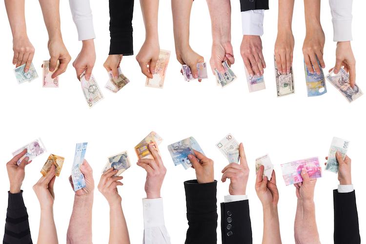 Crowdfunding-waehrung-shutterstock 191838710-Kopie in WIKR erschwert Immobilieninvestitionen