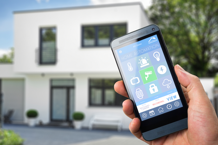 Haus-smart-home-smartphone-shutterstock 275366843-Kopie in Smart Home-Technologie in Baufinanzierung einplanen