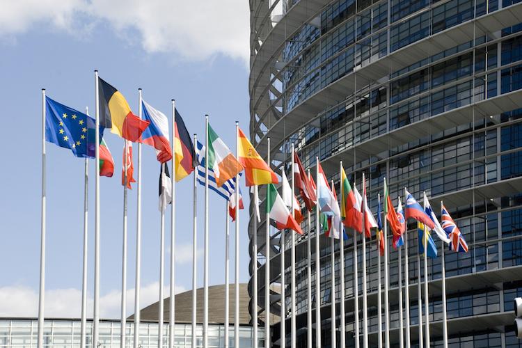 Shutterstock 31499602-Kopie in Auch Rat der EU fordert PRIIPs-Verschiebung
