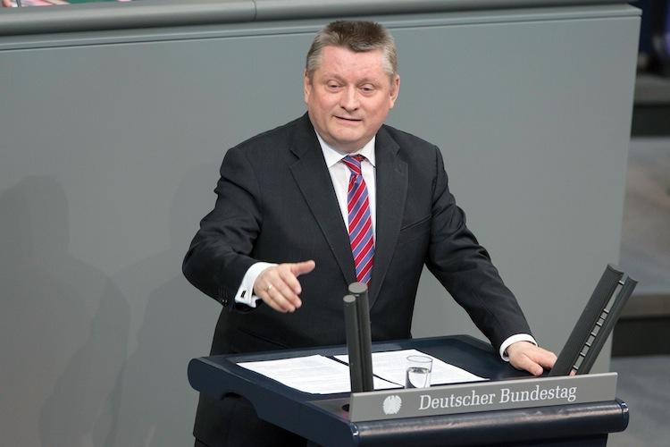 Groehe Bundestag HenningSchacht 300dpi-1 in Versand-Verbot für rezeptpflichtige Medikamente geplant