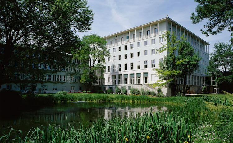 Allianzse Hauptgebaeude in Risikoleben: Allianz bietet Abschluss per Smartphone