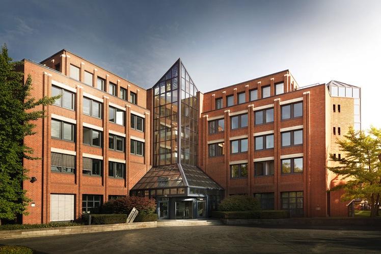 Building2-72dpi in Hannover Rück rechnet weiterhin mit Milliardengewinnen