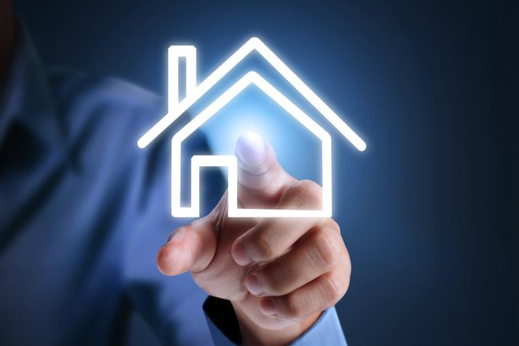 Haus-digitalisierung-smart-phone-shutt 185640836 in Studie: Digitalisierung in der Immobilienwirtschaft mit zwei Geschwindigkeiten