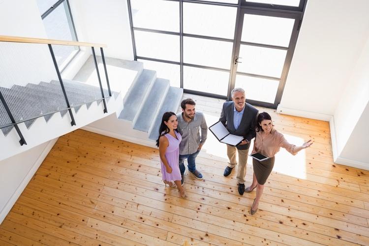 Immobilienmakler-shutt 400680352 in LBS: Nur jeder dritte Immobilienkäufer zahlt Maklergebühr