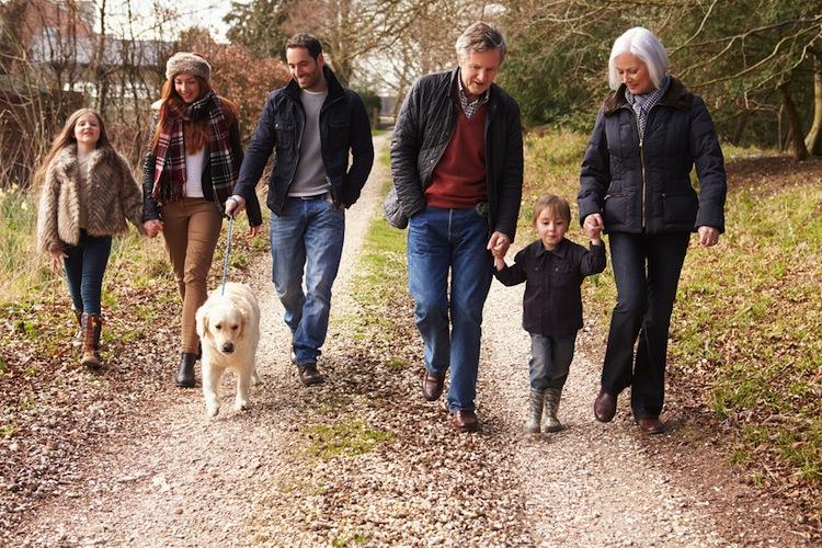 Als sehr positiv wird der Zusammenhalt der Generationen in der Familie bewertet.