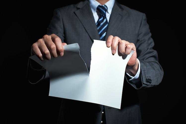 Shutterstock 348803951 in Lebensversicherung: Verbraucherschützer fürchten um teure Altpolicen