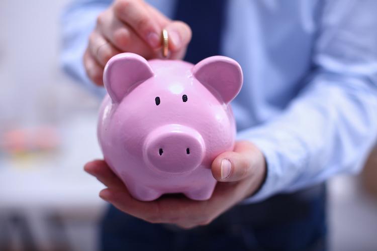 Klassisches Sparen ist in dem Umfeld mit negativen Realzinsen kaum förderlich.