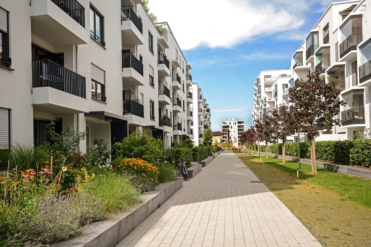 Wohnhaeuser-wohnungsbau-shutt 313752242 in Fünf-Jahresvergleich: Mieten in Deutschlands Großstädten um bis zu 51 Prozent gestiegen
