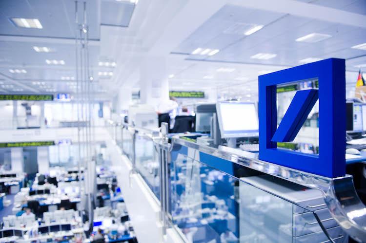 8 Trading Floor With Deutsche Bank Logo in Deutsche Bank-Einigung stützt Dax