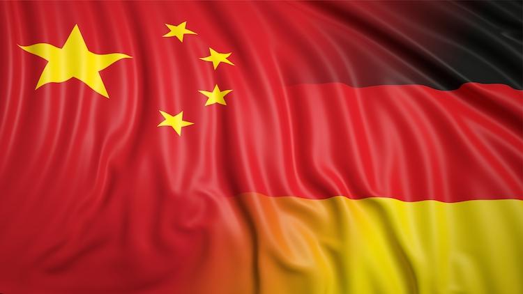 DeutschChinesische-Flagge in Gabriel fordert mehr Marktzugang in China