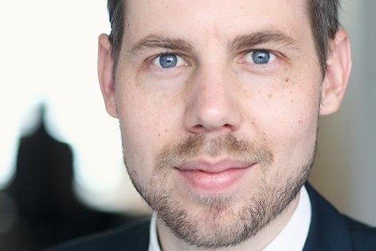 Reinhard-Oliver-Fisch-AM-Kopie in Fisch AM bevorzugt Dollar-Anleihen