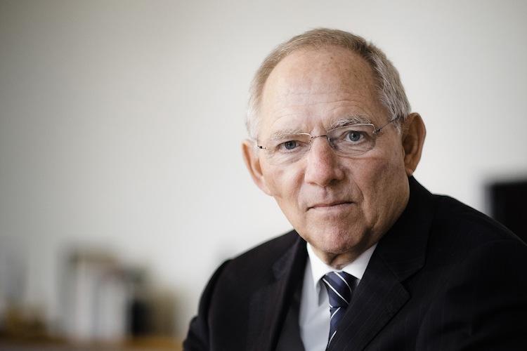 Schaeuble1 in Streit um höheres Rentenalter in Koalition entbrannt