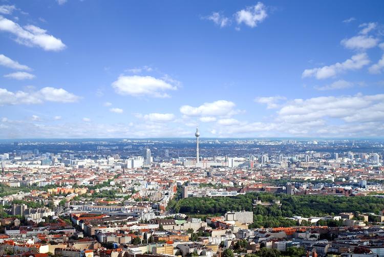 Berlin-shutterstock 142817674 in Speckgürtel der Metropolen bei Immobilienkäufern gefragt