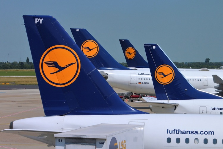 Shutterstock 158649179 in Lufthansa verkauft jetzt auch Versicherungen