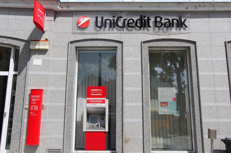 Unicredit hält Gewinnrückgang in Grenzen