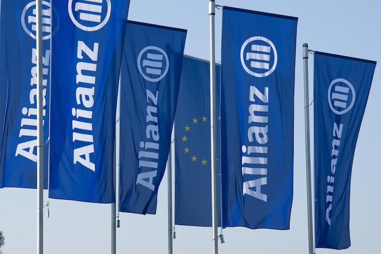 Allianz Flagge2 in Allianz gewinnt Standard Chartered als Vertriebspartner für Asien