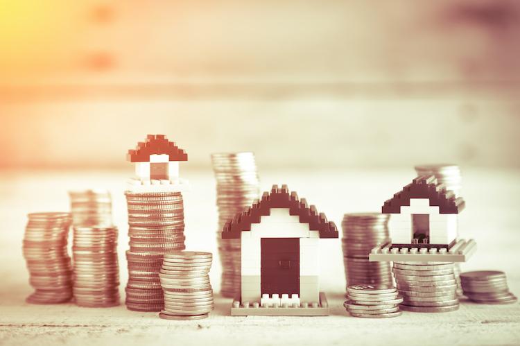 haus miete anstieg geld shutterstock_482064976