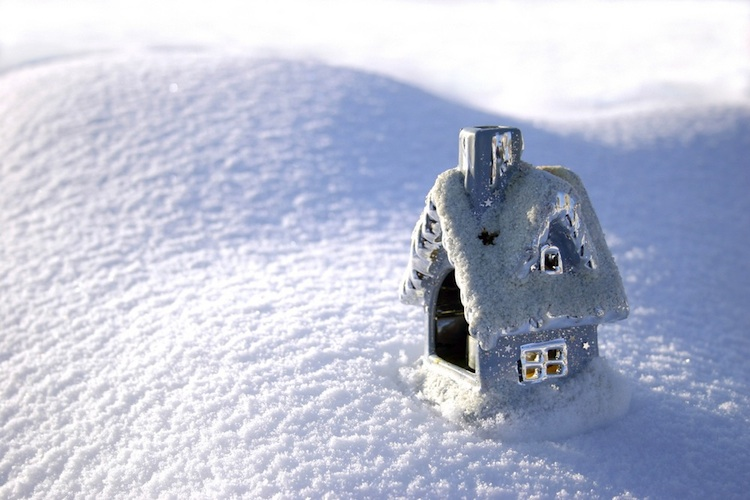 Haus-schnee-abkuehlung-shutt 3003061 in Immobilienklima kühlt sich zum Jahresende ab