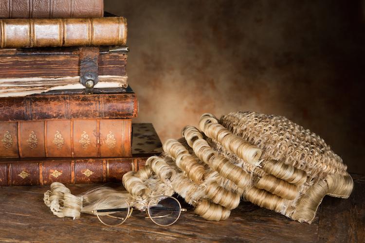 Richter-gericht-peruecke-gesetz-urteil-shutterstock 145566904 in Finanz- und Justizministerium überarbeiten Kreditrichtlinie