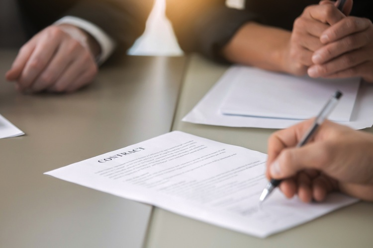Zuvor hatten bereits mehrere Versicherer ihre Überschussbeteiligungen gesenkt, darunter die Allianz.