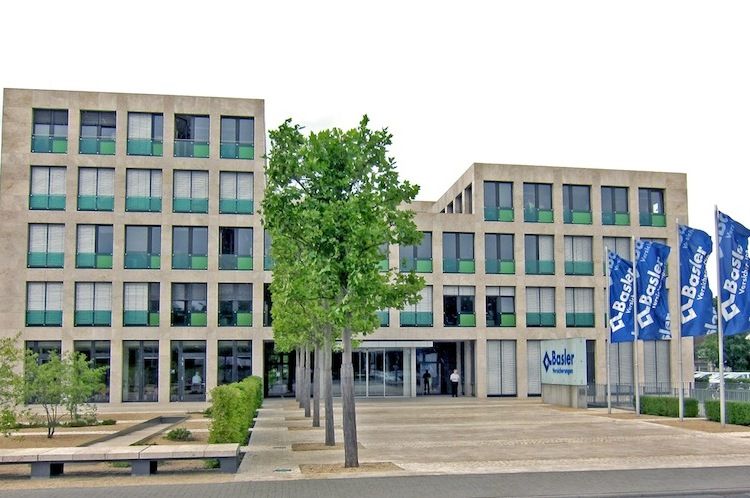 Basler-Versicherungen Bad-Homburg in Basler stößt Unternehmensbeteiligung ab