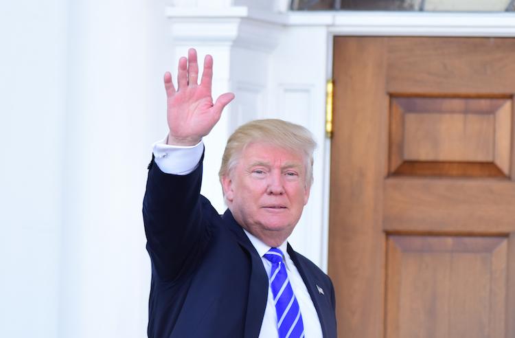 Trump1 in Trump verkündet Ausstieg aus Klimaabkommen, um umgehend neu zu verhandeln