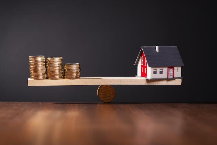 Haus-balance-waage-finanzierung-shutterstock 251435293 in Forward-Darlehen können teuer werden
