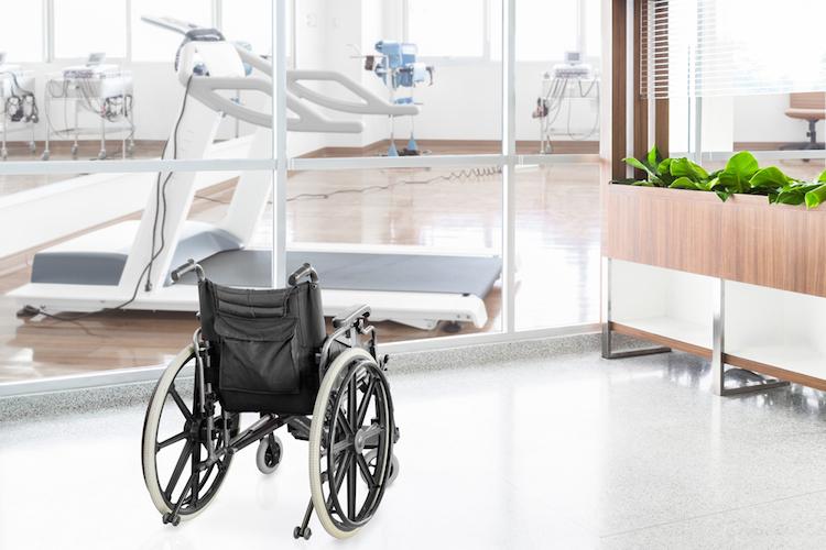 Krankenhaus-pflegeheim-rollstuhl-shutterstock 305101292 in Pflegeimmobilien: Großes Interesse ausländischer Investoren