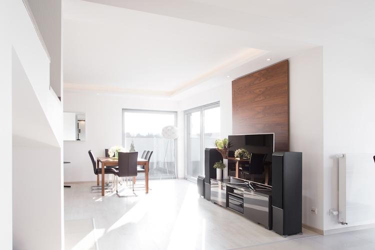 Wohnung-hell-licht-esszimmer-shutterstock 472460938 in Wohnungssuche: Die wichtigsten Merkmale