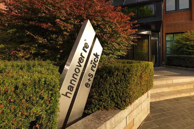 Hannover Rück hebt nach Preisverhandlungen Gewinnziel für 2017 an