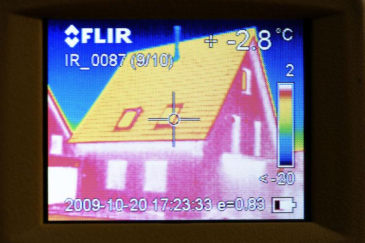 Thermografieaufnahme: Bundesregierung will einheitliche Energiestandards im privaten Wohnungsbau.