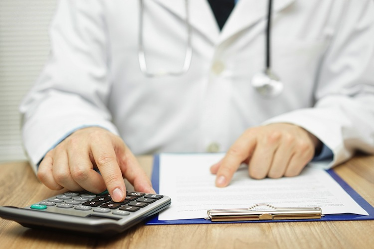 Shutterstock 403347847 in Krankenkassen fahren Milliardenplus ein
