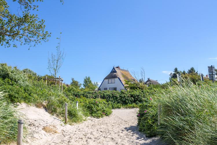 Ferienhaus-ostsee-ahrenshoop-shutterstock 380737339 in Ferienimmobilien: Das sind die Motive der Käufer