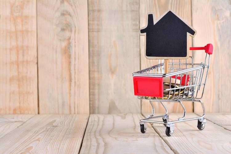 Haus-einkaufswagen-geld-shutterstock 583714450 in Immobilienfinanzierung: Die fünf wichtigsten Tipps