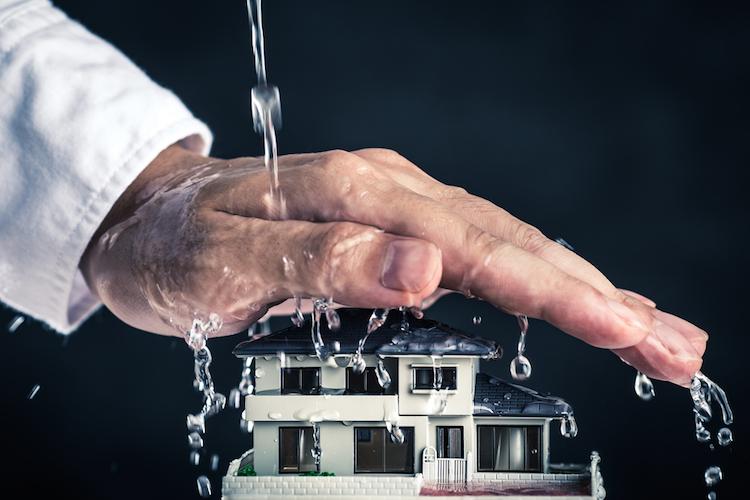 Eigenheim: Die wichtigsten Versicherungen bei Wetterextremen