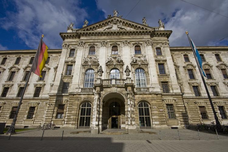 Landgericht-muenchen-munchen-Prielmayerstrasse-shutterstock 86773834 in Prozess gegen Ex-HRE-Chef Funke beginnt