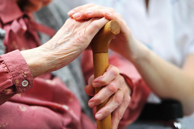 Patientenschützer fordern weitere Verbesserungen in der Pflege