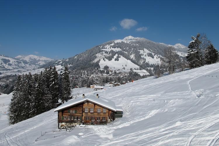 Gstaad-ferien-ferienimmobilie-chalet-schweiz-ski-shutterstock 129257975 in Schweizer Wohnimmobilien: Preise in Millionenhöhe