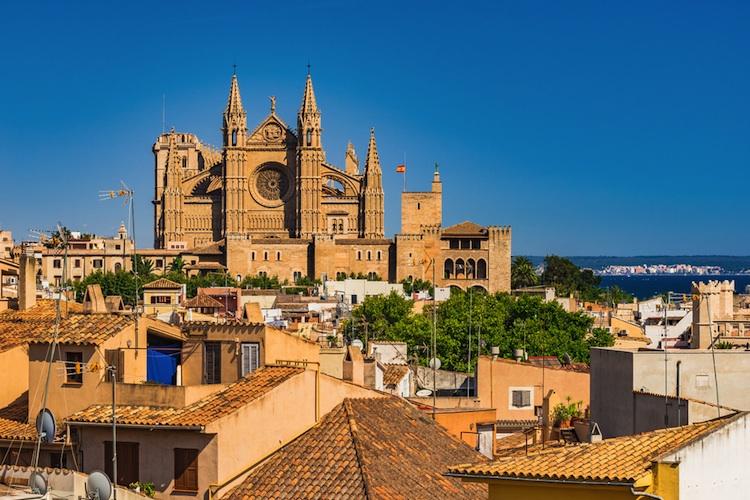 Palma-de-mallorca-altstadt-shutt 601925348 in Mallorca: Stabiler Immobilienmarkt bietet Investitionssicherheit