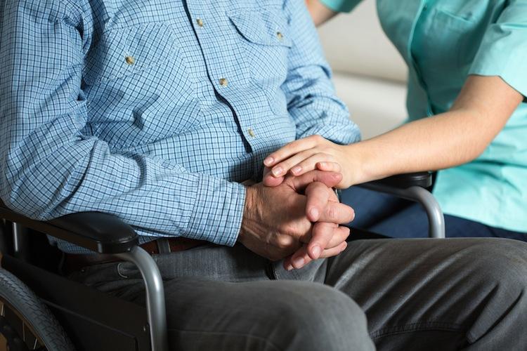 Den Berichten zufolge sollen zwei Drittel der betrügerischen Pflegedienste in bundesweiten Netzwerken agiert haben.