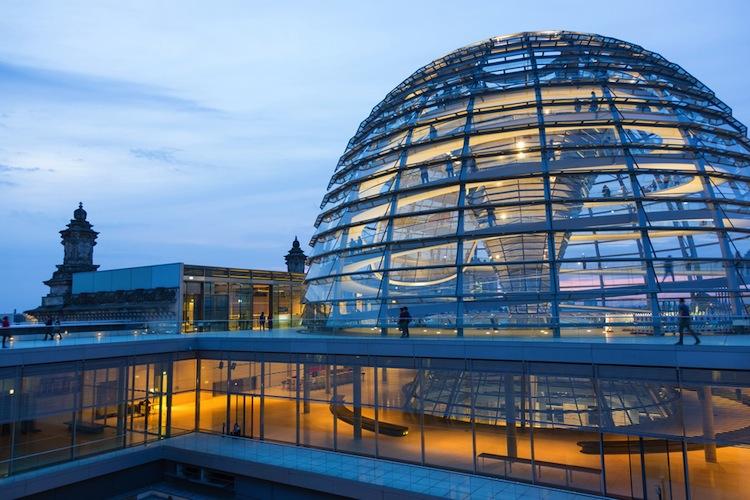 Shutterstock 502667827 in Große Koalition schafft Durchbruch bei bAV-Reform