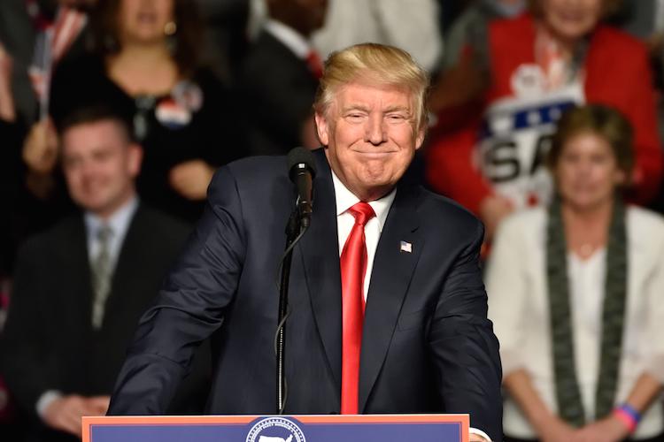 Trump-president-praesident-prasident-usa-us-amerika-wahl-election-candidate-donald-shutterstock 537133411 in Trump will Wahlkampfversprechen einlösen