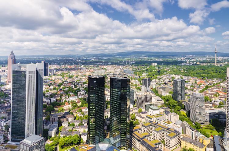 Frankfurt-taunus-buro-buero-finanz-shutterstock 541573369 in Lokale Nachfrage und Brexit treiben den Frankfurter Markt