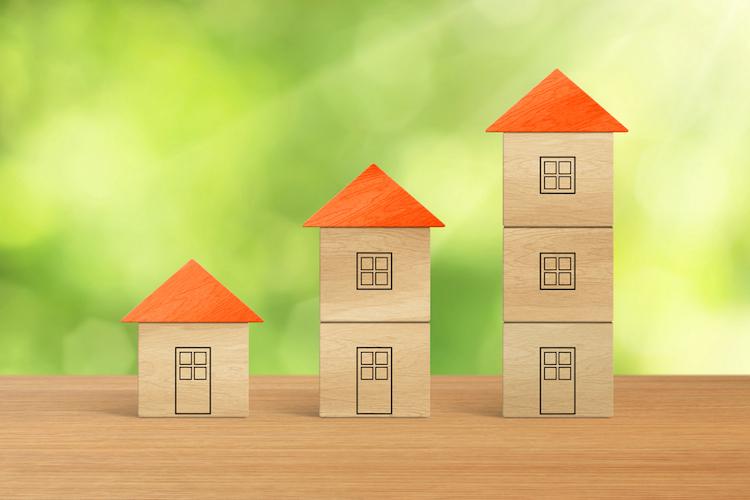 Haus-preis-anstieg-steigen-wachsen-miete-teuer-kosten-mehr-hoch-haus-wohnung-shutterstock 463932911 in Mietpreisbremse war unbrauchbar