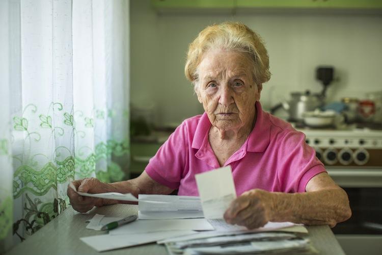 Shutterstock 345488135 in Kleinere Renten für Frauen bleiben große Herausforderung