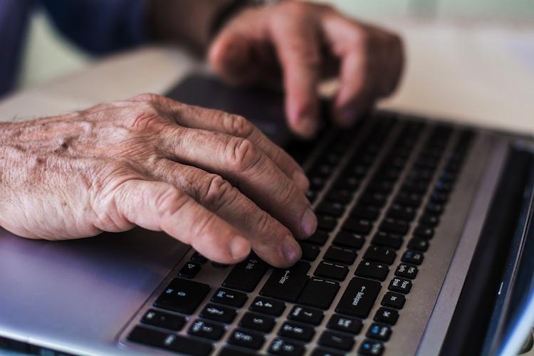 Shutterstock 346505600 in Besonders ältere Menschen sehen in Digitalisierung Gefahr