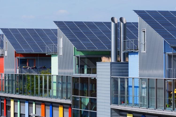 Solaranlage-mieterstrom-haus-shutt 185946890 in Deutscher Bundestag beschließt Mieterstromgesetz